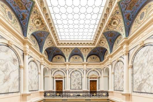 Eingangshalle des Künstlerhauses Wien mit Glasdecke