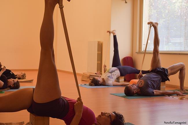 Lezioni in presenza - Iyengar Yoga a Scuola Yoga Macerata