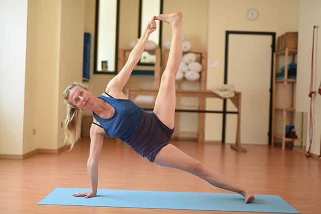 Iyengar Yoga - Phaedra in Vasisthasana