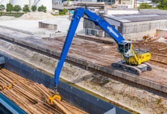 SENNEBOGEN Material Handler 870 Hybrid crawls in to action for BUS Bendorf