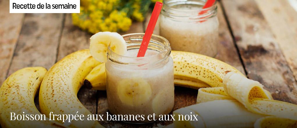 Boisson frappée aux bananes et aux noix