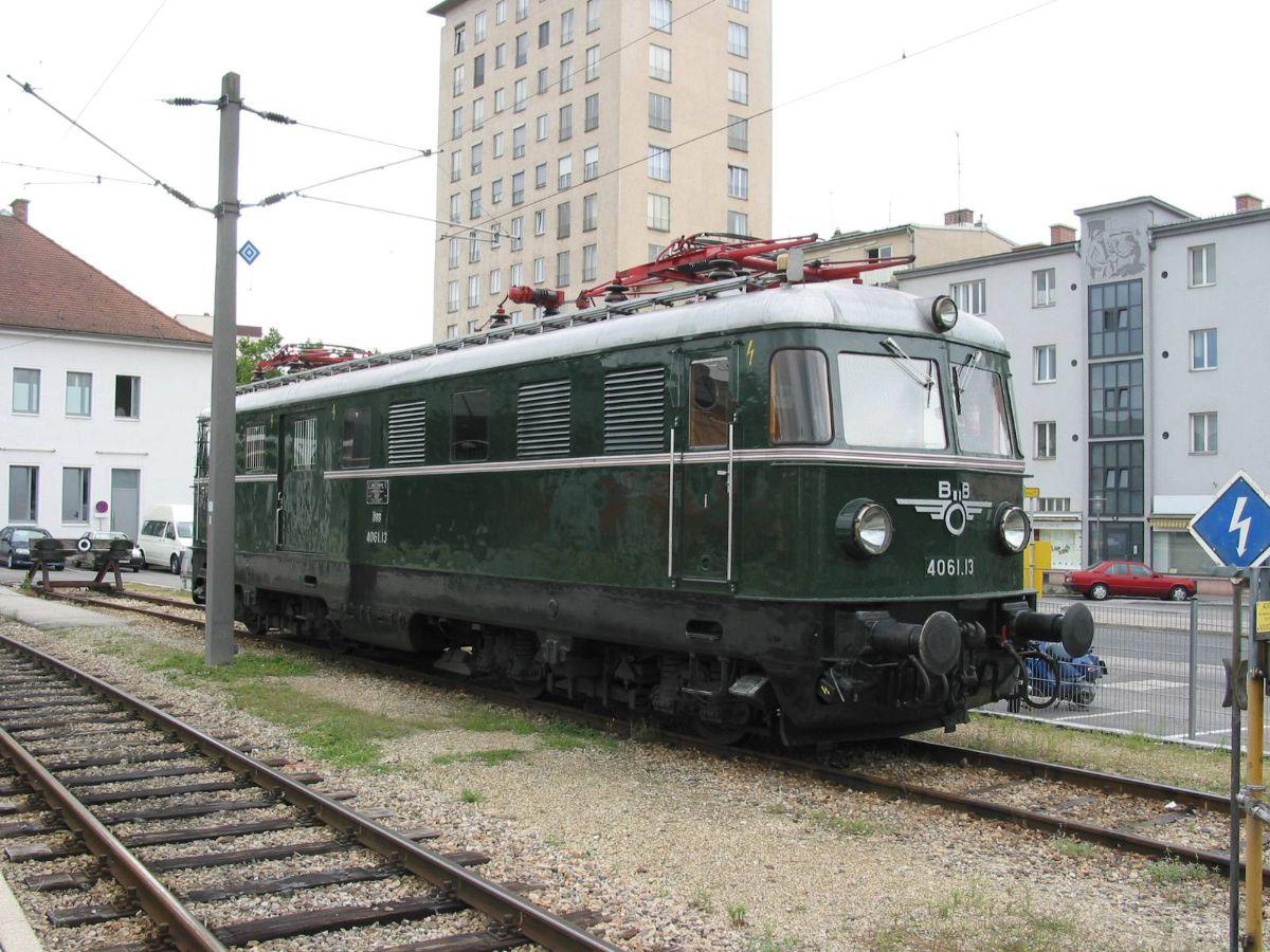 H 4061.13 με τα αρχικά σύμβολα των ÖBB στο Krems