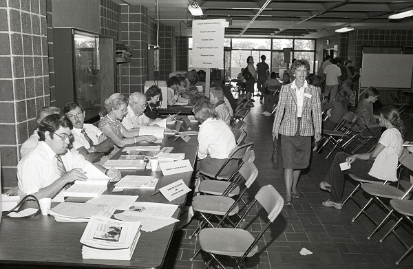 Student and staff at all-campus advising days