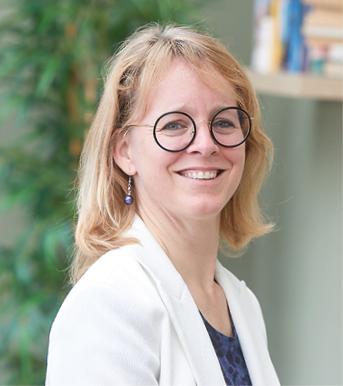 portretfoto (kleur) Dr. Ankie van der Velden
