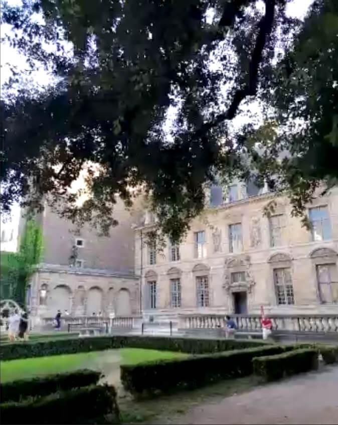 Tour of the Hôtel de Sully with Edith de Belville