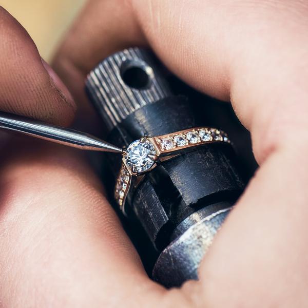 custom_design_engagement_ring