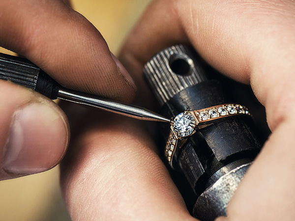 Refurbishing jewelry