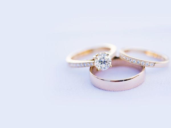 Diference Engagement Ring and Wedding Band