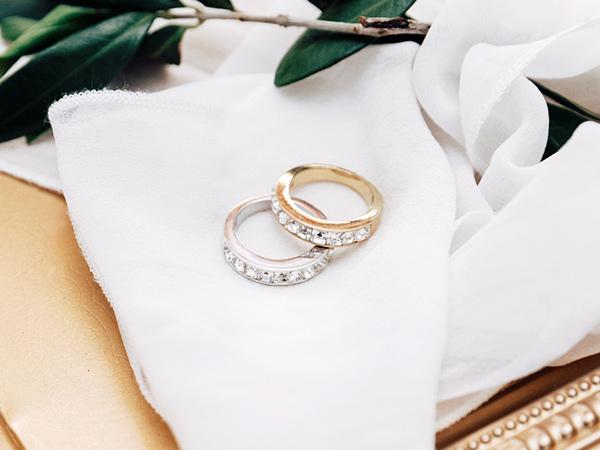 Wedding bands pair