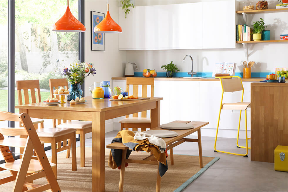 Hamilton 150-200cm Oak Extending Dining Table with 4 Chester Chairs