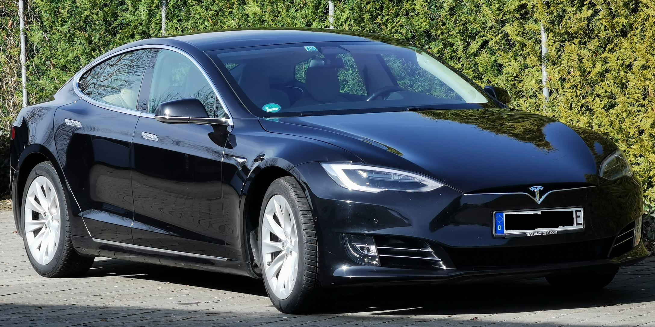 Tesla Model S in schwarz zu verkaufen auf E-Autos.de