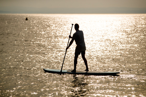 person stand up paddleboarding imgae supplied by VisitVictoria