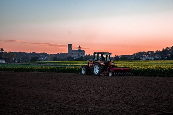 Tractor - Seeding
