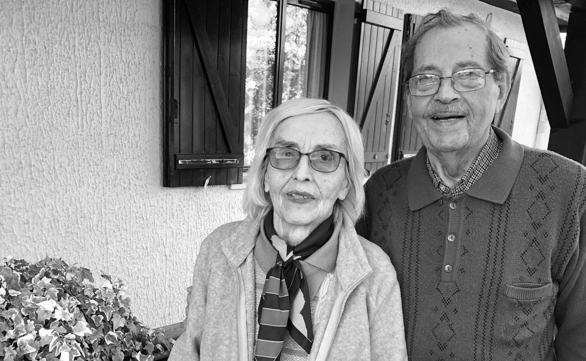 Olga et Michel Moskal à côté de leur maison aux Loyettes (Ain), mai 2019