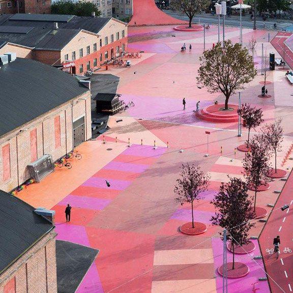 Neon pink Superkilen Park