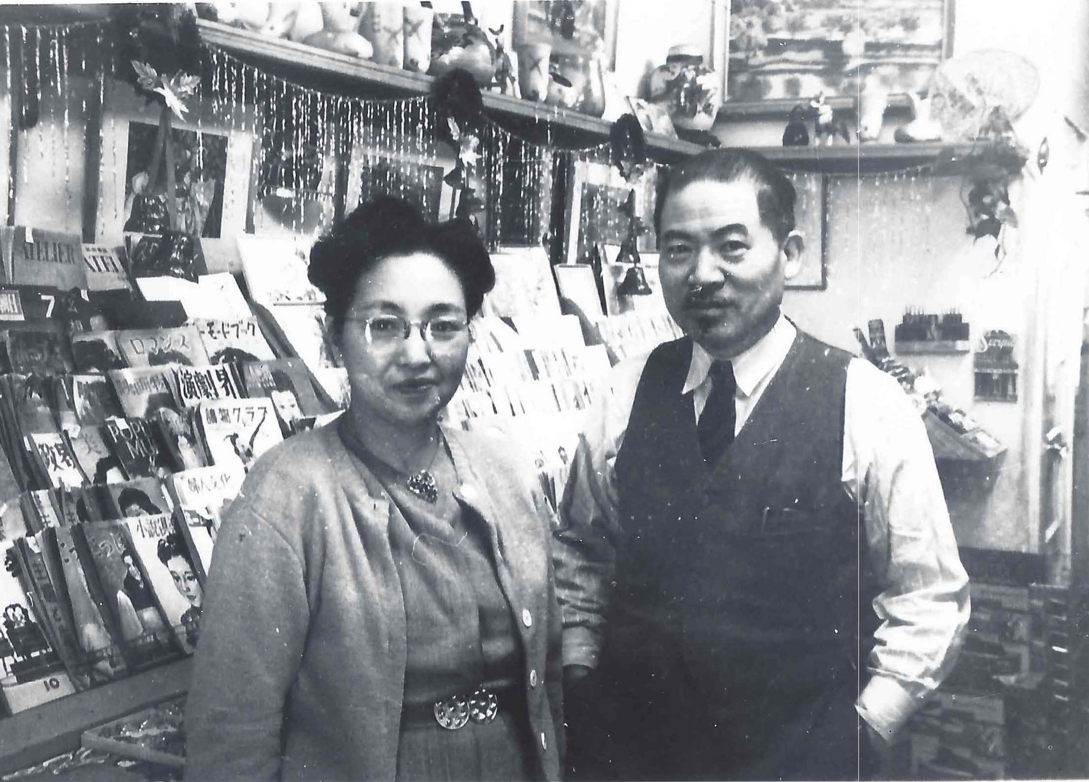 Black and white Mr. & Mrs.Ueyama in Bunkado
