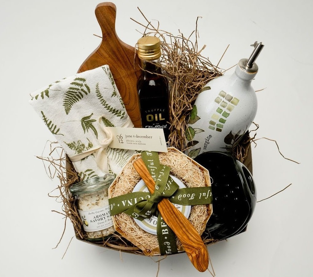 Gift box with olive oil, a cutting board and other kitchen supplies