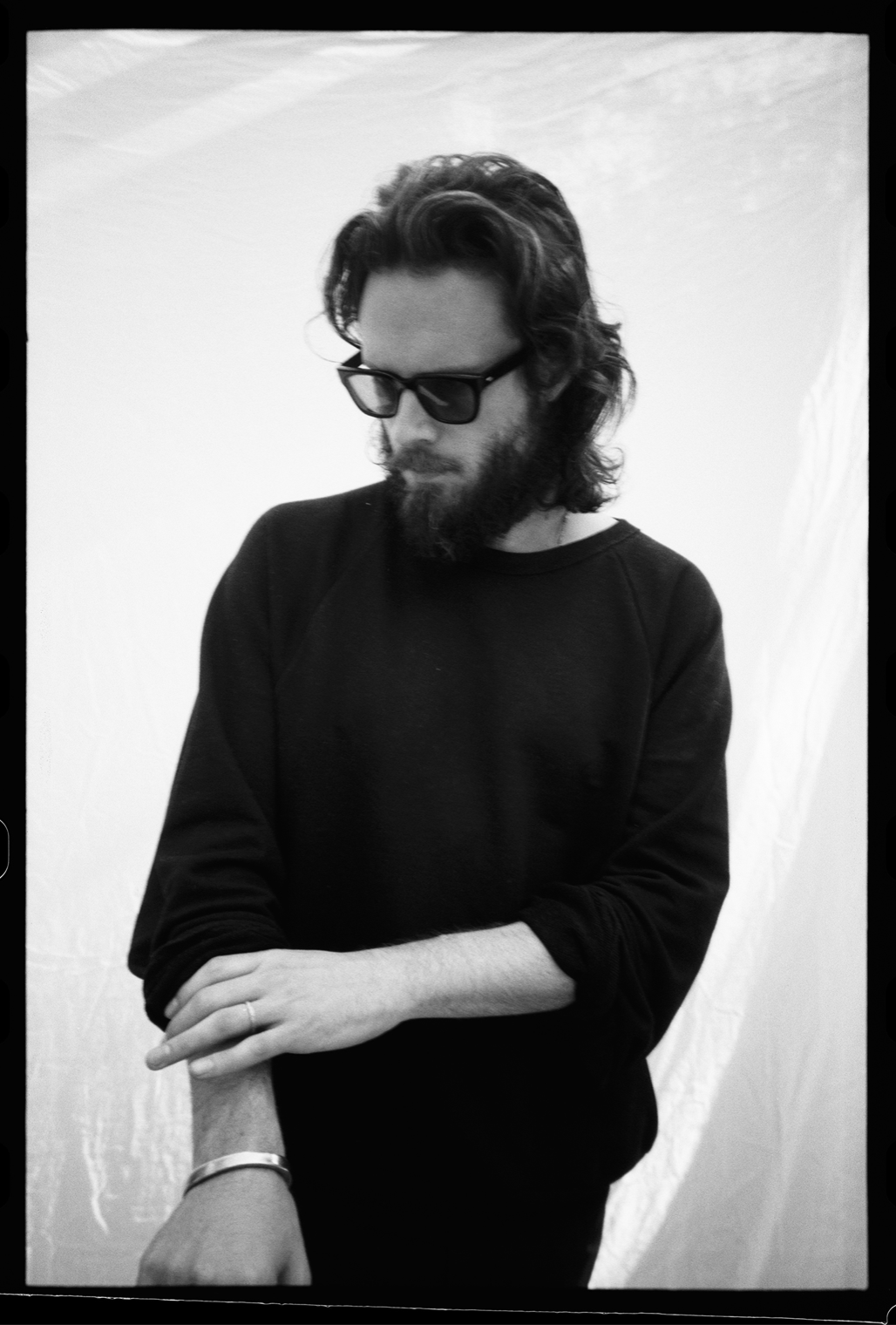 Father John Misty dévoile aujourd'hui deux titres inédits : To S. & To R.