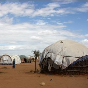 Refugee shelters in the Dadaab camp in northern Kenya (Photo: Pete Lewis, Department for International Development, via Flickr, CC BY 2.0)
